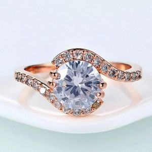 Sparkling oval cut champagne/peach morganite in ha